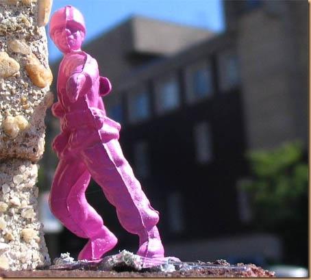 Soldado de farda rosa